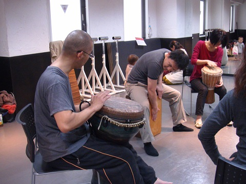 Flow Naturally主催、大人の楽器部、太鼓のワーク(ジャンベやダラブッカ、カホンなど)